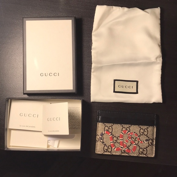 ee11418c402 Gucci Other - Gucci Kingsnake print GG Supreme card case